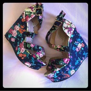 Aldo floral wedges sandals size 9